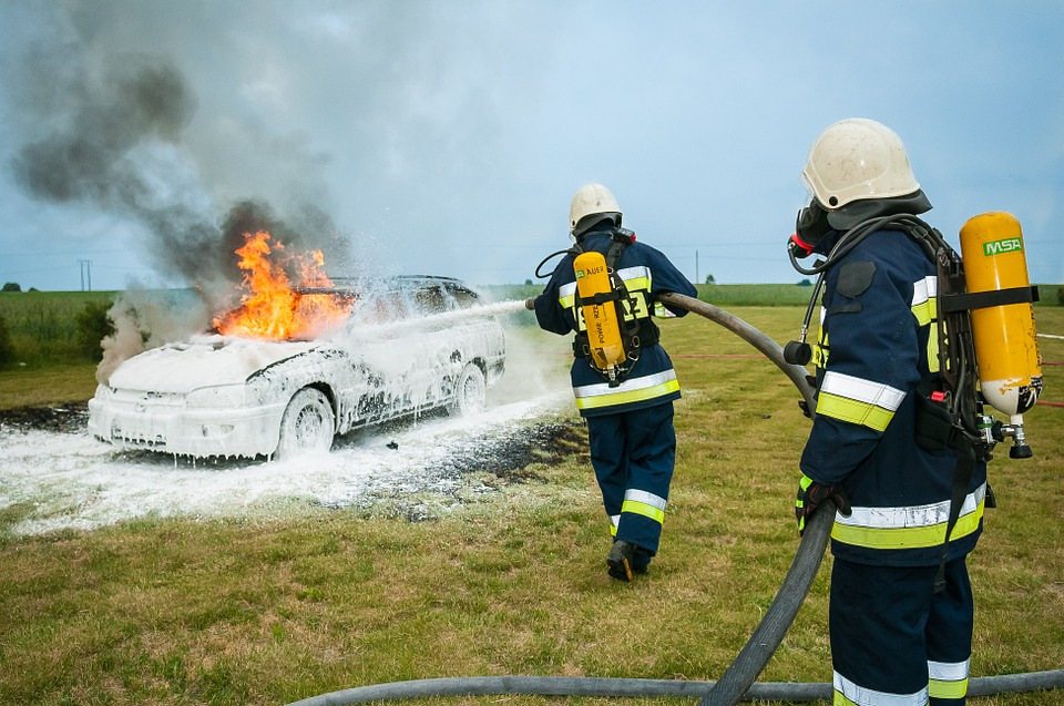 This image has an empty alt attribute; its file name is firefighter-484540_960_720.jpg